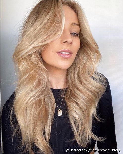 O corte V é ideal para quem deseja renovar o cabelo sem tirar comprimentos (Foto: Instagram @chelseahaircutters)