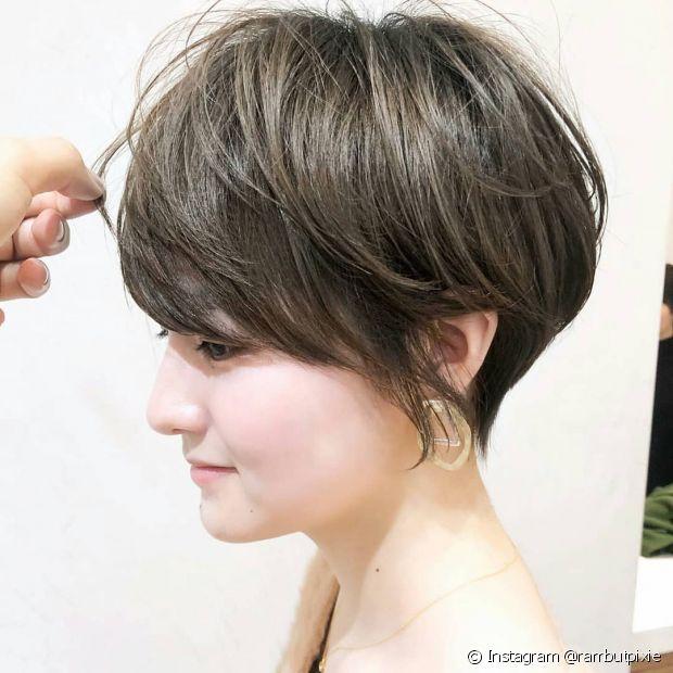 O corte de cabelo em V curto combina o estilo e a praticidade (Foto: Instagram @rambutpixie)