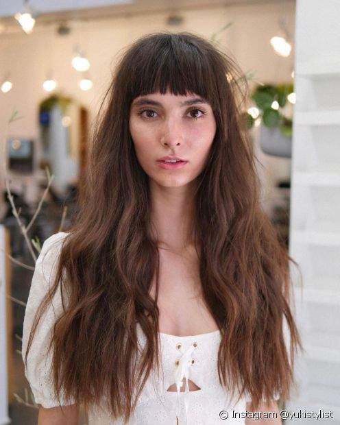 A base reta nos cortes de cabelo longo garante fios mais encorpados (Foto: Instagram @yukistylist)