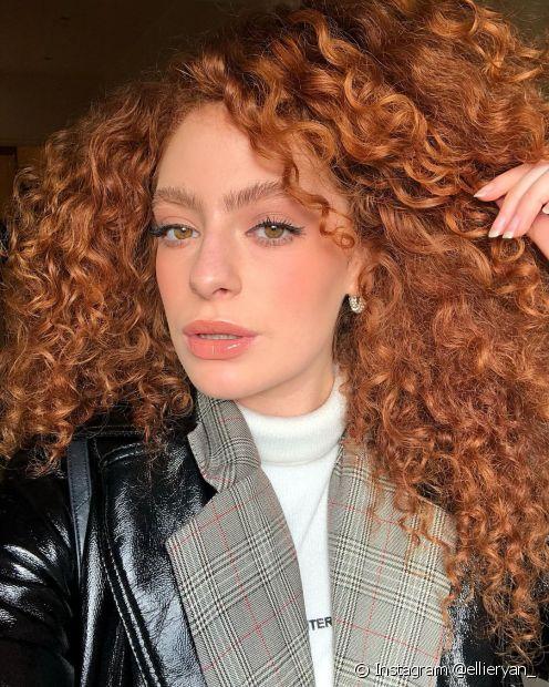 O ruivo acobreado também está entre as cores de cabelo para o inverno 2021 (Foto: Instagram @ellieryan_)