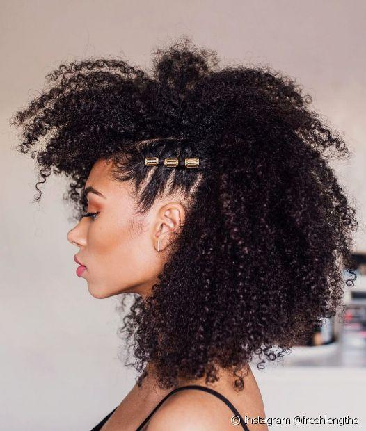Os anéis de cabelo são um dos acessórios mais usados pelas influencers de cabelo crespo (Foto: Instagram @freshlengths)