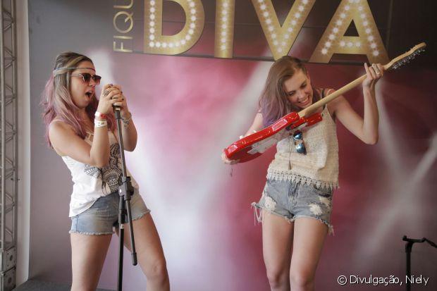 Você e suas amigas podem se divertir em cima do palco Fique Diva