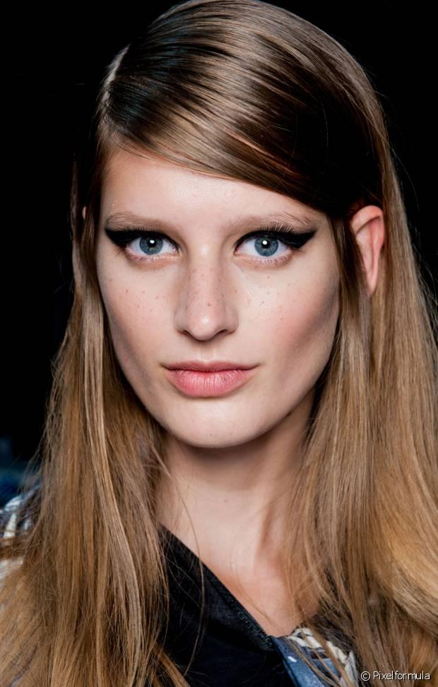 A franja lateral é a mais democrática entre os modelos que conhecemos, principalmente por se adaptar bem a qualquer formato do rosto, sem evidenciar nenhum ângulo a mais