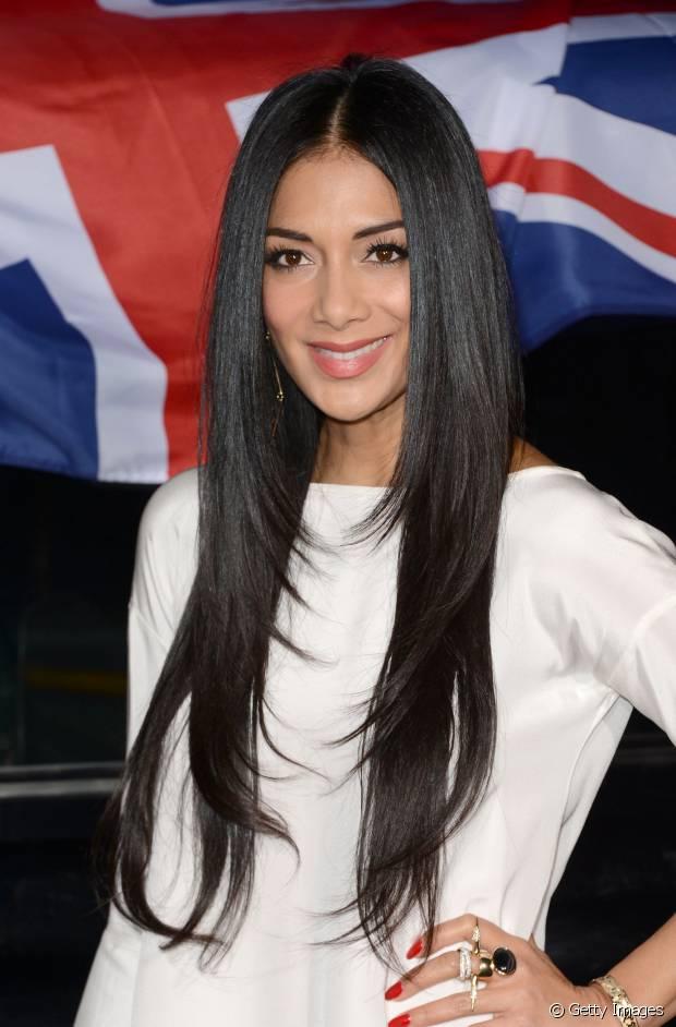 Nicole Scherzinger gosta de cabelos pretos e longos!