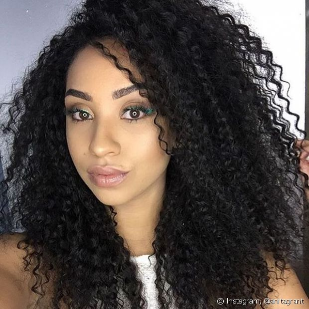 A fitagem só define cabelos cacheados naturais