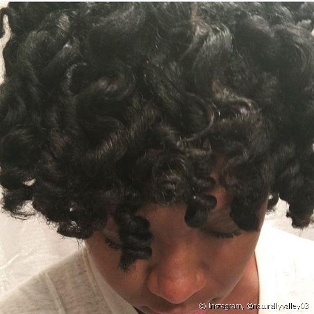 O objetivo do twist é fazer com que os cabelos fiquem frisados de forma fácil e sem danificar a estrutura natural do fio