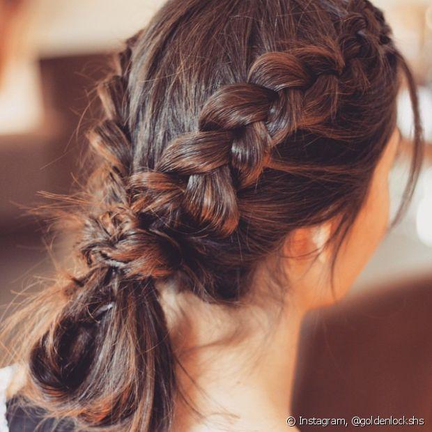 Se você quiser um penteado mais descontraído e jovial, nossa sugestão é o rabo de cavalo com tranças laterais