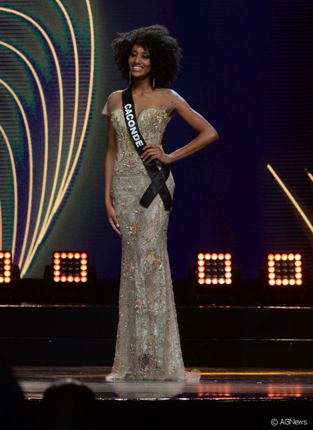 Apesar de ser linda com qualquer visual, a Miss São Paulo 2016 cansou de alisar as madeixas e decidiu investir no tão sonhado black power