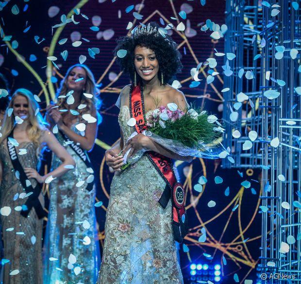 Sabrina Paiva é o próximo nome que você vai querer incluir na sua lista de divas. Anota aí! A vencedora do Miss São Paulo 2016 é negra, crespa e dona de um black power de dar inveja em qualquer um