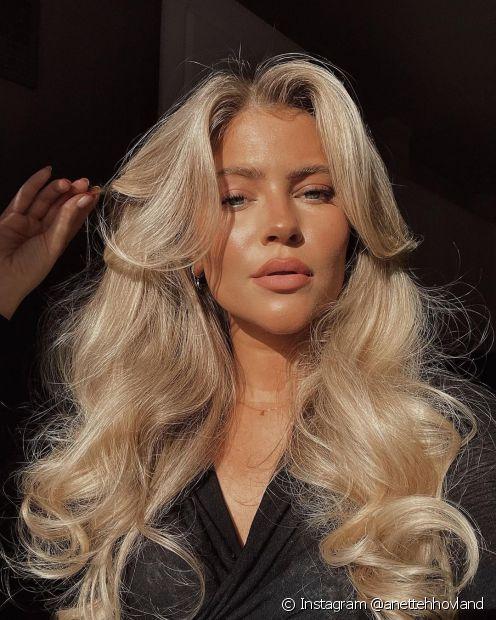Um cabelo desfiado muda o visual do cabelo longo  (Instagram @anettehhovland)