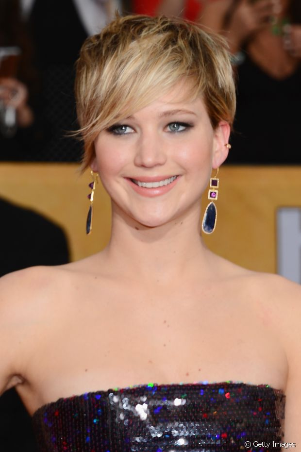 O corte joãozinho ou pixie está em alta entre as celebridades e fica ótimo incrementado com uma franja