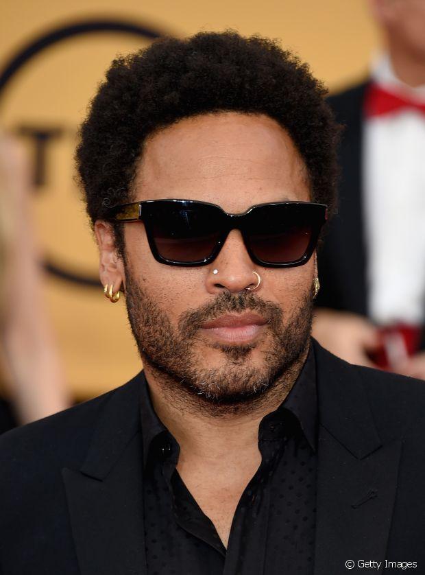 Lenny Kravitz também é fã do black, mas prefere usá-lo mais curto