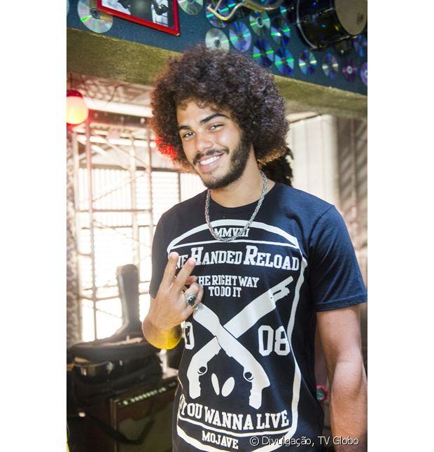 O ator Enzo Romani, de 'Malhação', usa um black power muito estiloso!