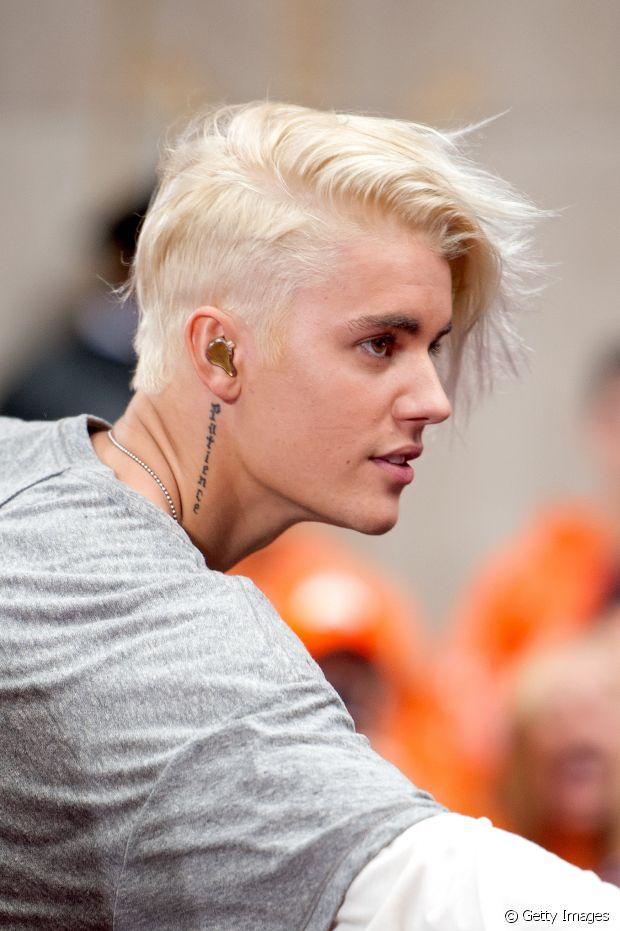 Sidecut hair tem apenas uma das laterais raspadas e o outro lado mais comprido e irregular. Justin Bieber já apostou nesse estilo