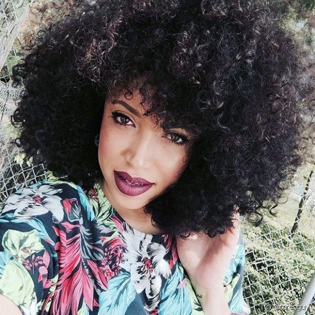 A Taren Guy é uma daquelas Youtubers que toooda cacheada ama! Ela é simpática, linda e o cabelo, então, nem se fala. O canal dela tem uma pegada 'talk show', mas também tem muitas resenhas de produtos e tutoriais para cabelos afros