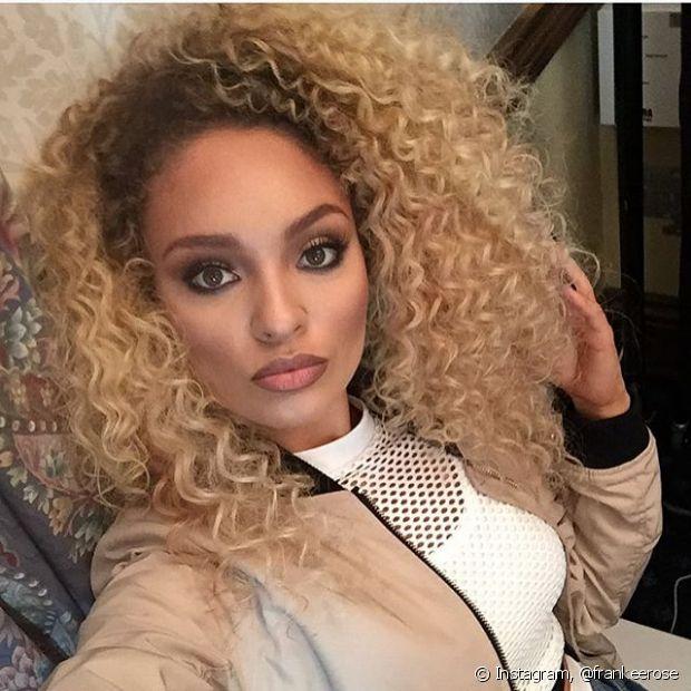 A cantora @frankrose faz parte do grupo M.O e é diva na música pop e no Instagram! A loira posta várias selfies de cair o queixo, penteados e maquiagens para inspirar