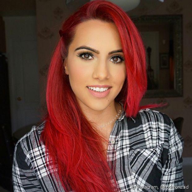 A decapagem é feita para tirar pigmentos escuros de um cabelo pintado. Se você pintou de vermelho ou preto artificial e agora quer ficar loira, por exemplo, com certeza precisará passar por esse processo para limpar a cor sem deixá-lo manchado