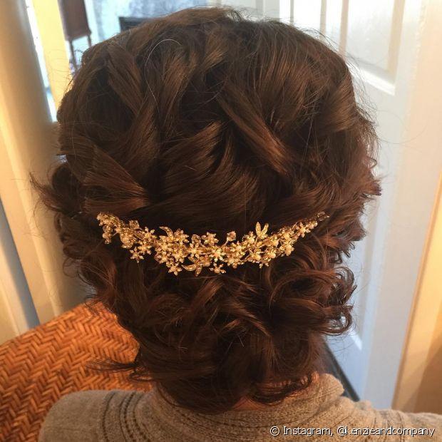 Tiaras podem incrementar seu penteado com muita delicadeza e elegância