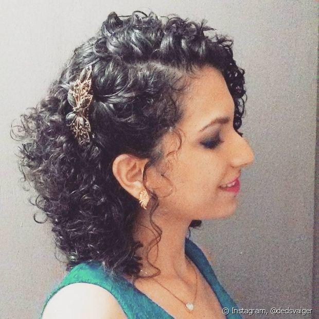 Uma presilha bem bonita também pode deixar seus cabelos soltos mais bonitos!