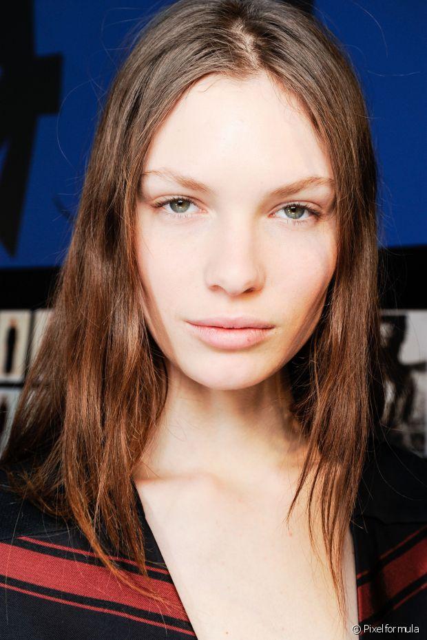 Truque caseiro: hidratação com água de arroz ajuda a prevenir a queda de cabelo