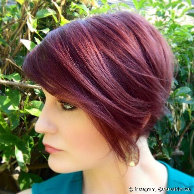 Em cabelos escuros, o resultado varia de acordo com a cor base do cabelo