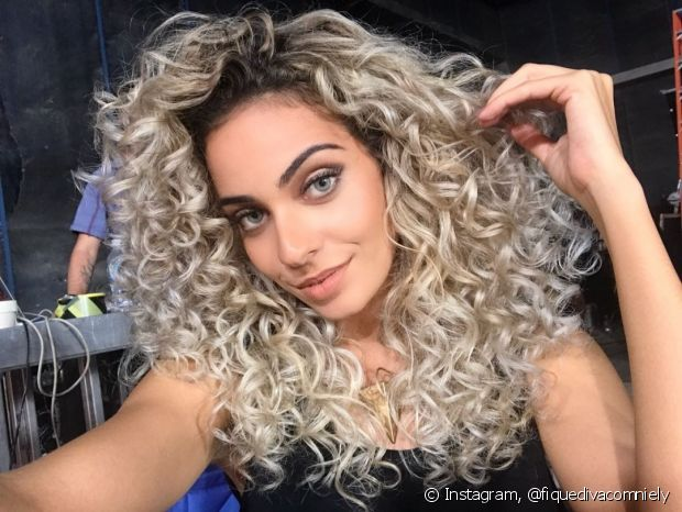 Jéssica Dantas apostou na cor 12.891 (Louro Super Pérola), da Cor&Ton Mega Colors, para mudar os cabelos. Ficou linda!