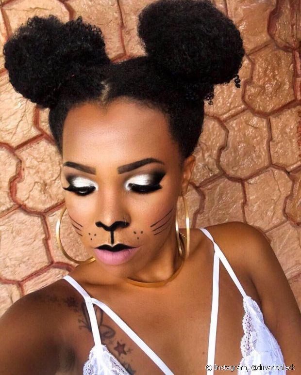 Luany Cristina deu um show com sua maquiagem de gatinha!