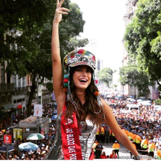 Thaila Ayala se diverte no Bloco das Poderosas