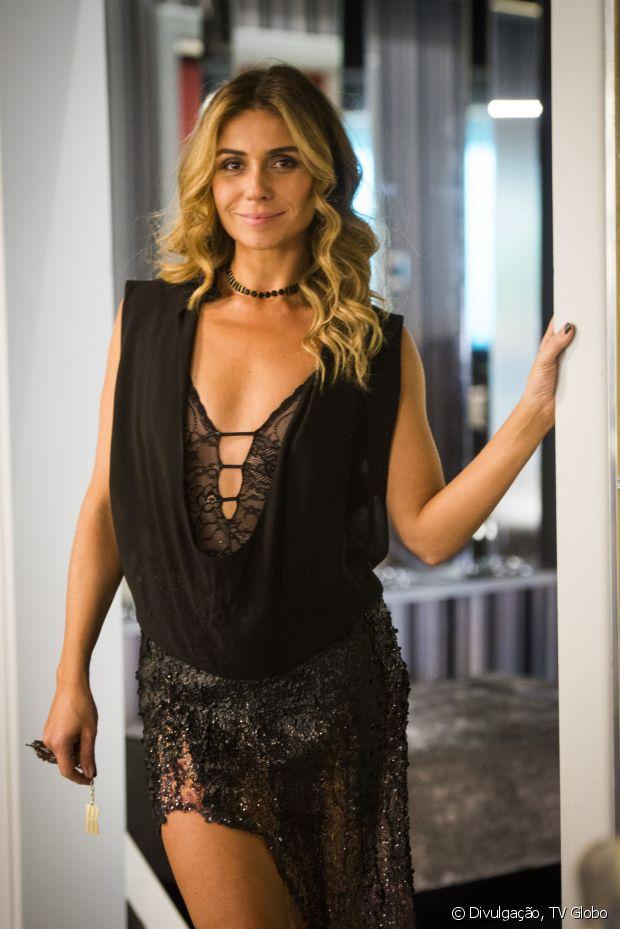 Giovanna Antonelli, que também cabelos longos, também apareceu com a finalização de ondas com pontas retas ao intepretar a vilã Atena, na novela das nove 'A Regra do Jogo'
