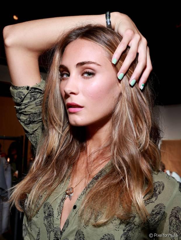 Corte o cabelo a cada três meses para deixar os fios longos com aspecto saudável