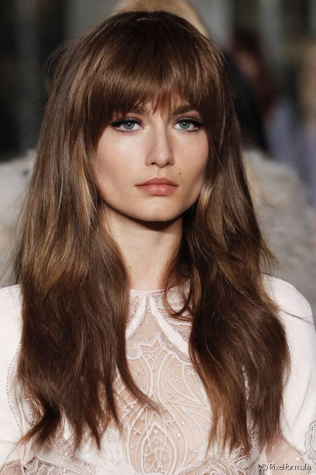 O corte em camadas fica bem em todos os tipos de cabelo
