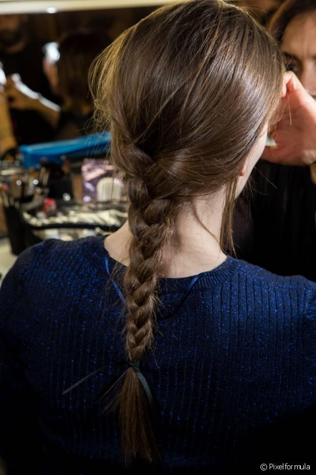 Para evitar o frizz, mantenha o cabelo sempre hidratado