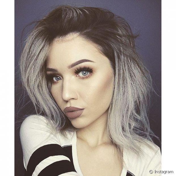 Granny hair - ou cabelo cinza- é tendência entre as blogueiras internacionais