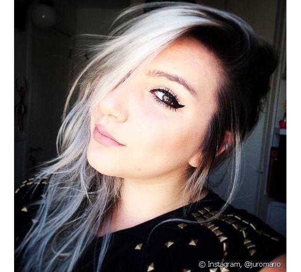 A blogueira brasileira Ju Romano mostrou que é corajosa e coloriu o cabelo de cinza