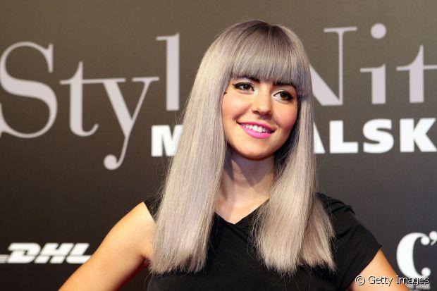 Marina, vocalista da banda Marina and The Diamonds, já desfilou com cabelos cinzas