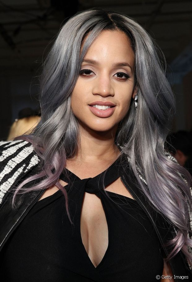 Dascha Polando, a Dayanara do seriado 'Orange is The New Black', também já pintou os cabelos de cinza