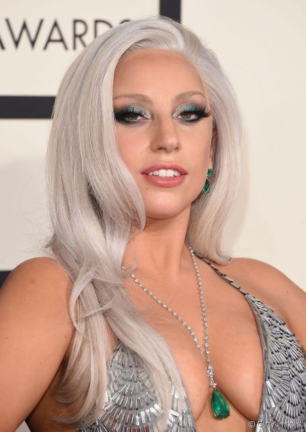 Lady Gaga apareceu com o granny hair (cabelo cinza) no Grammy Awards 2015