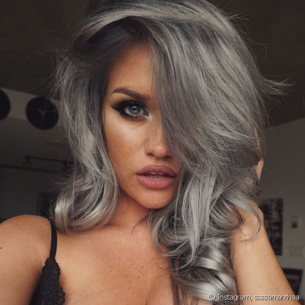 Cabelo cinza (granny hair) é tendência entre as blogueiras internacionais