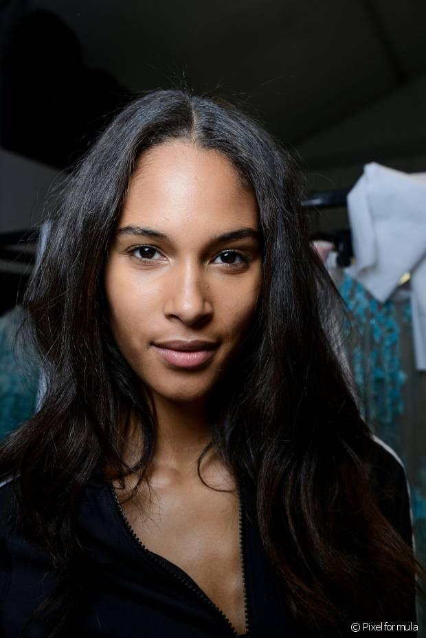 Escova americana de 'botox' são as mais indicadas para cabelos crespos