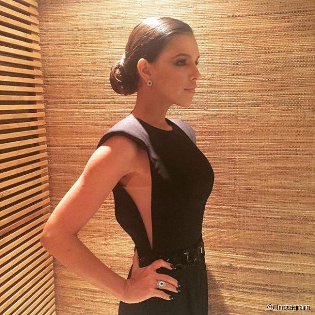 A atriz Mariana Rios apostou no coque baixo e ficou muito elegante!