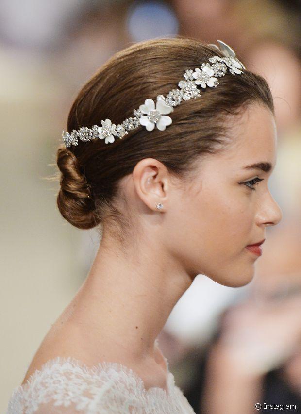 Uma tiara sofisticada também pode acompanhar seu coque em ocasiões especiais