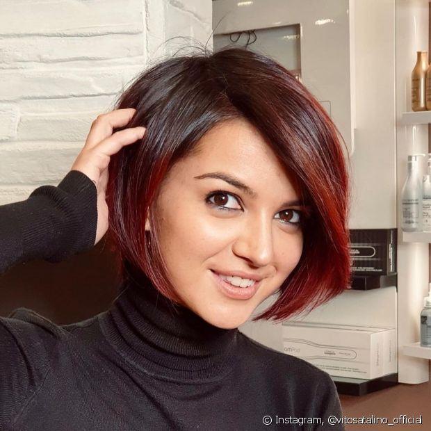 O cabelo ruivo escuro é ideal para quem quer mudar de visual sem descolorir as madeixas (Foto: Instagram @vitosatalino_official)
