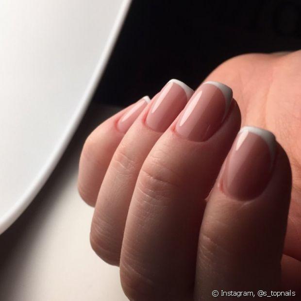 As unhas que sofrem com ressecamento podem ser beneficiadas com o uso da base
