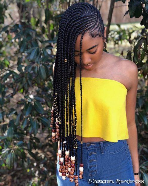 Os cabelos crespos costumam sofrer com a falta de evolução no crescimento quando chegam a altura dos ombros, os penteados protetores ajudam a evitar esse problema e combatem a quebra
