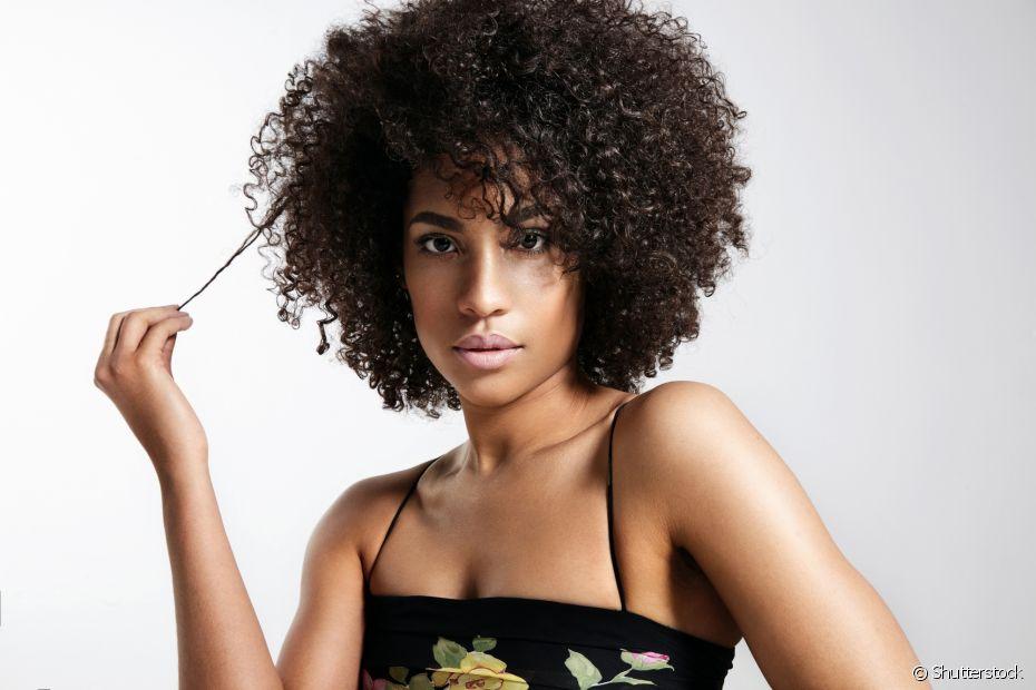 O cabelo crespo cresce da mesma maneira que os outros tipos de fio, mas sofre com o fator encolhimento que diminui a aparência do progresso do projeto rapunzel