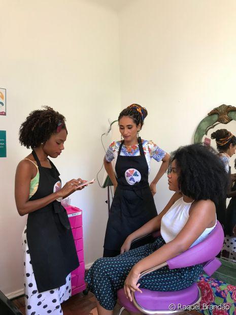 O método de avaliação começa com uma conversa em que cada cliente conta sua história com o cabelo