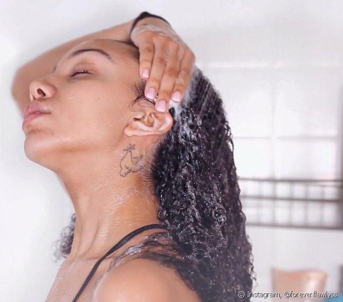 Os shampoos liberados fazem parte de um método de limpeza que preserva os nutrientes dos cachos e deixam os fios mais hidratados