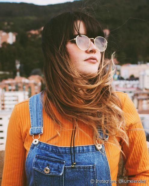 Os cabelos lisos exigem cuidados específicos para ficarem mais alinhados e cheios de movimento