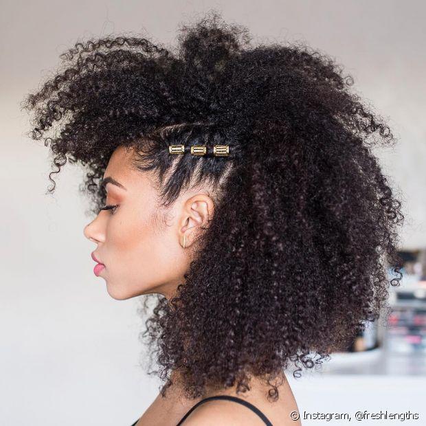 Tranças, coques, lenços e muitos acessórios! Essas são algumas características presentes nos penteados tendência de 2018