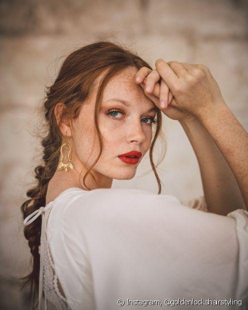 As tranças ajudam a formar penteados lindíssimos para as cerimônias de casamento! Opte pelo trançado para trazer mais charme para as madeixas
